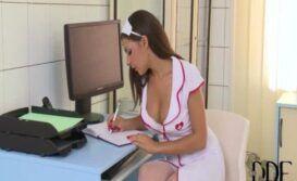 Fetiche com uma enfermeira safada