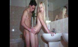 Loira dando a bucetinha pro seu macho