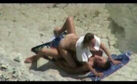 Transando na praia de nudismo