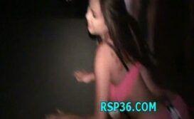 Novinha participando de uma orgia gostosa