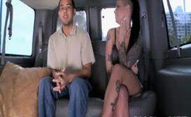 Flagra de casal dentro do carro