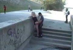 Safada sendo flagrada na pista de skate com namorado