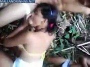 Chupando pau dos machos no mato