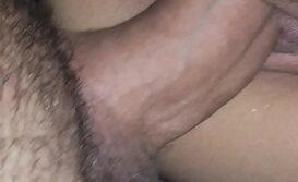 Morena gostosa da buceta grande fodendo de quatro com seu parceiro dotado